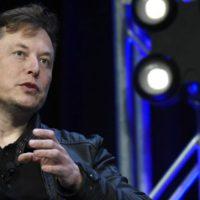 """Elon Musk: """"Gli alieni hanno costruito le piramidi"""". L'""""Indiana Jones"""" egiziano furioso"""